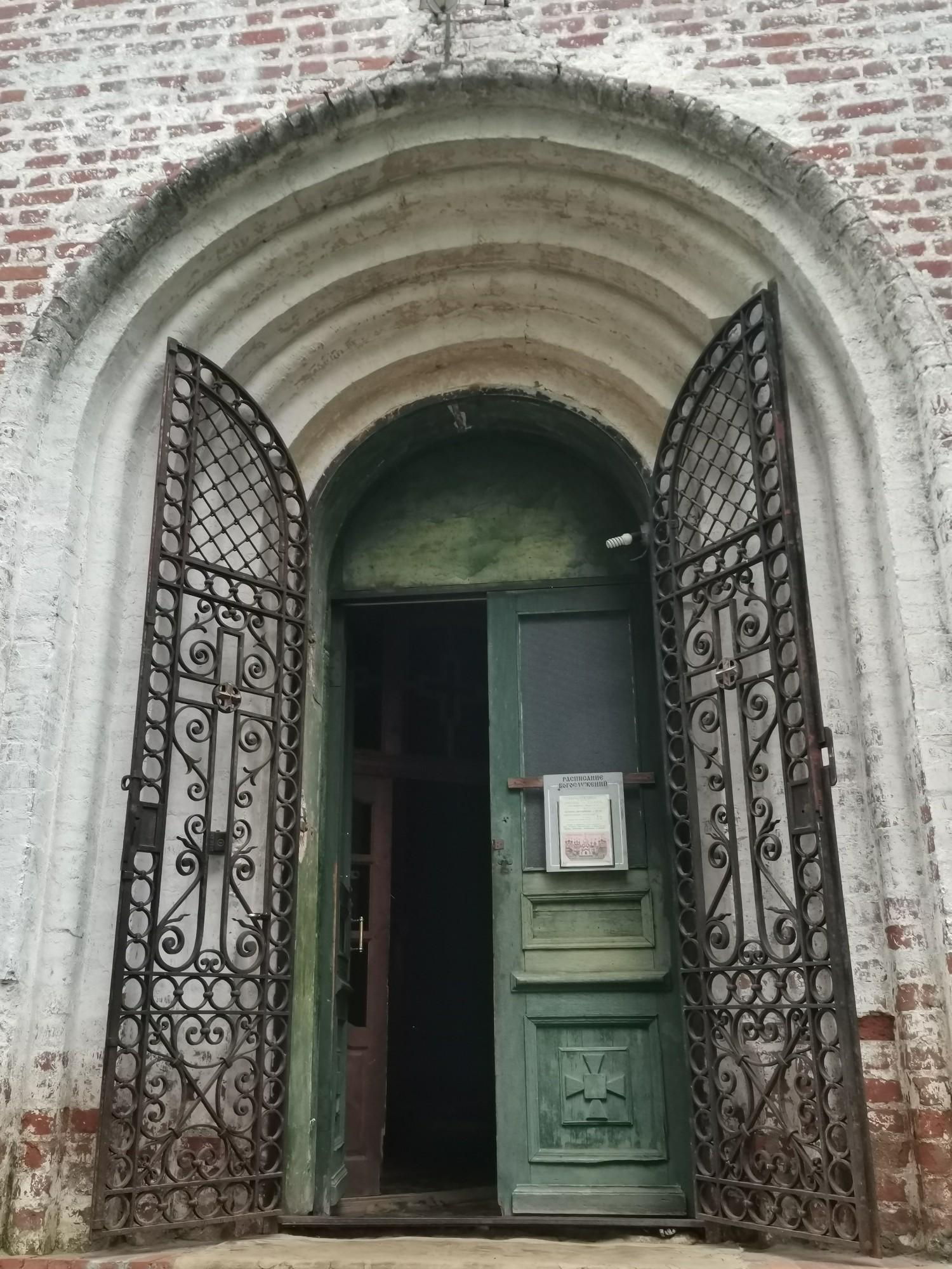 Боковой вход в Храм Бориса и Глеба Борисоглебский монастырь