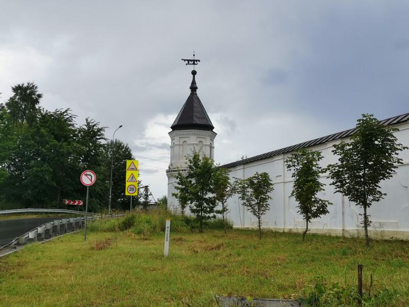 Стены Николо-Берлюковского монастыря и башни