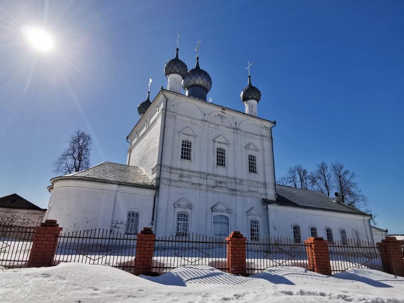 Храм Троицы Живоначальной и колокольня Вязники