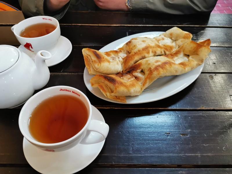 Шашлычный домик Анапа чай с чабрецом и хачапури на мангале