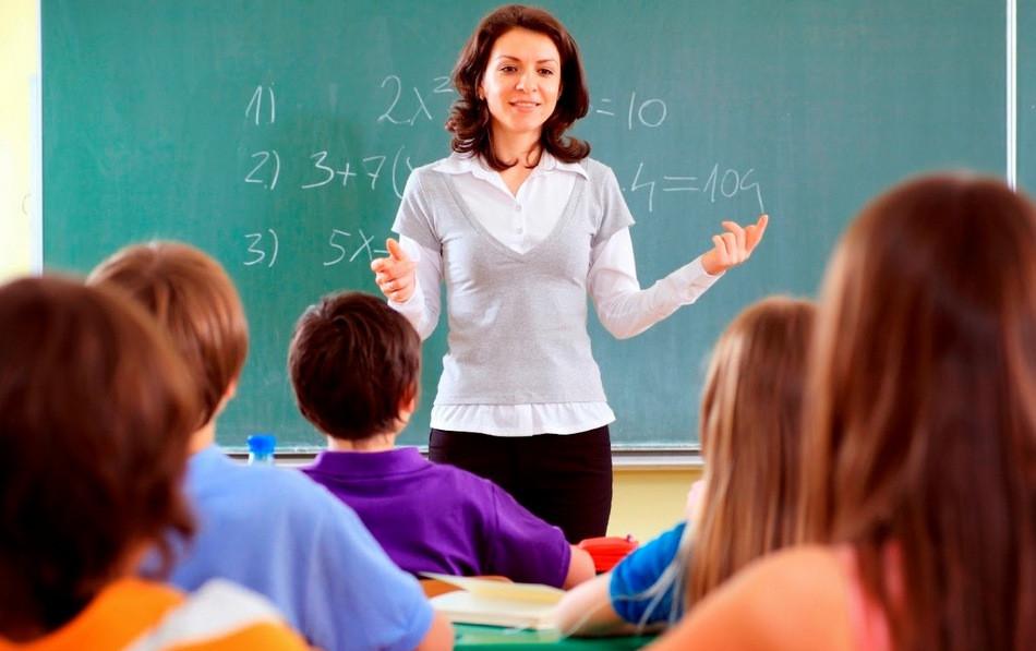 Учительница подрабатывает ртом