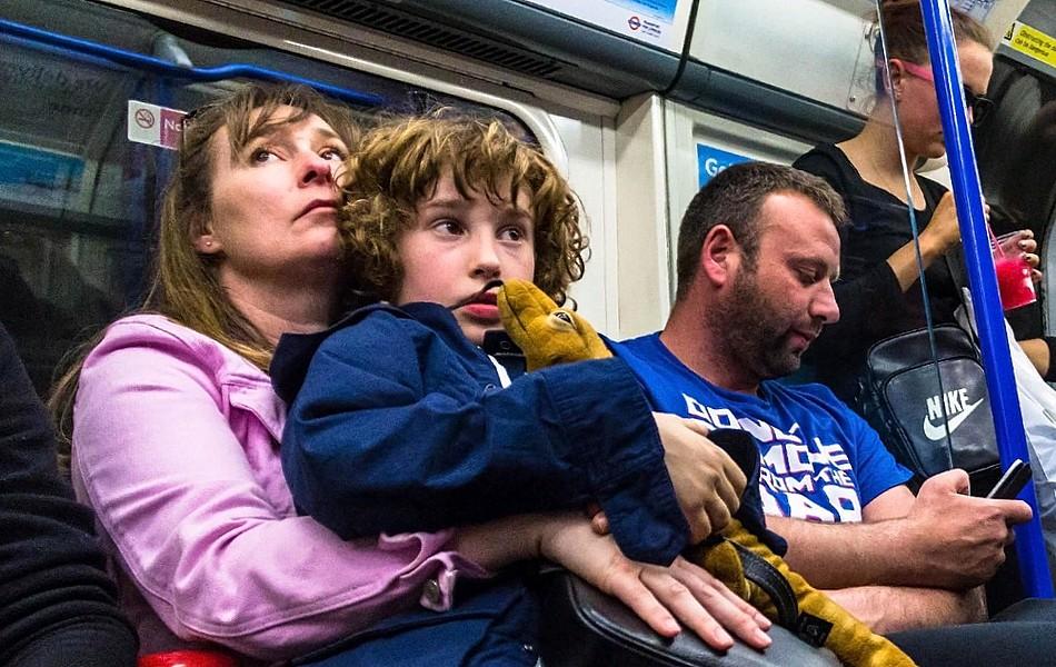 А вашим детям уступают место в метро?