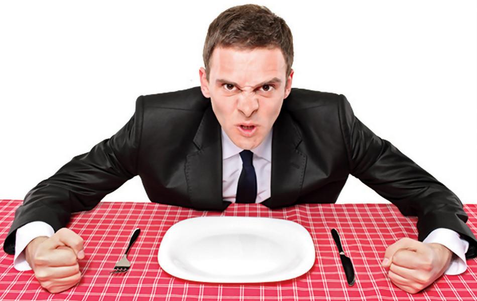 Скандал в ресторане! Ему теперь туда что, со своей посудой ходить?