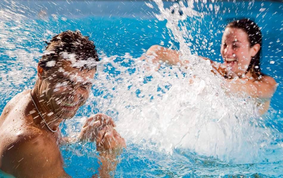 В московской школе собрались купаться в бассейне с шампанским?