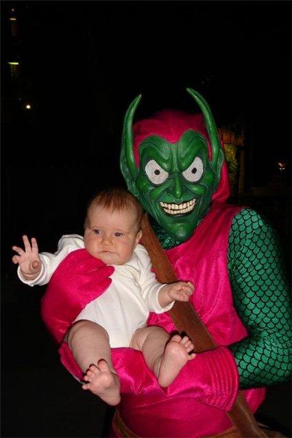 младенец и чудовище