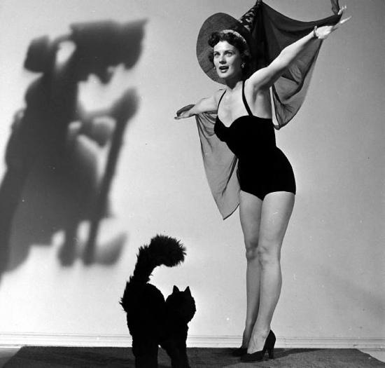 1950s_halloween_pinup1