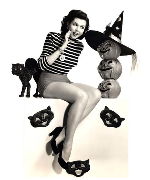vintage-halloween-pinup-Ann__Miller