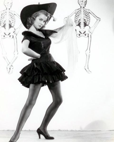 vintage-halloween-pinup-janet-leigh