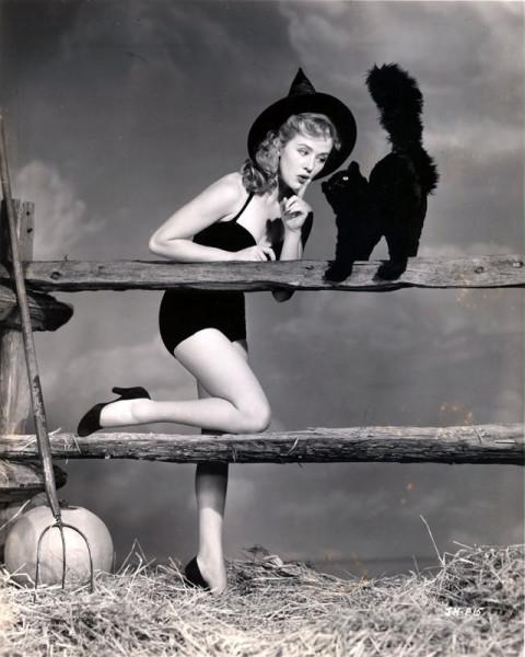 vintage-halloween-pinup-joyce-holden