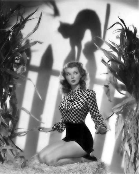 vintage-halloween-pinup-lillian-wells