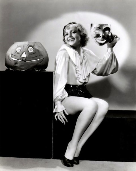 vintage-halloween-pinup-nancy-carroll