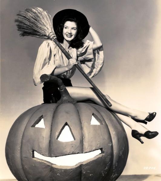 vintage-halloween-pinup-Peggy__Ryan