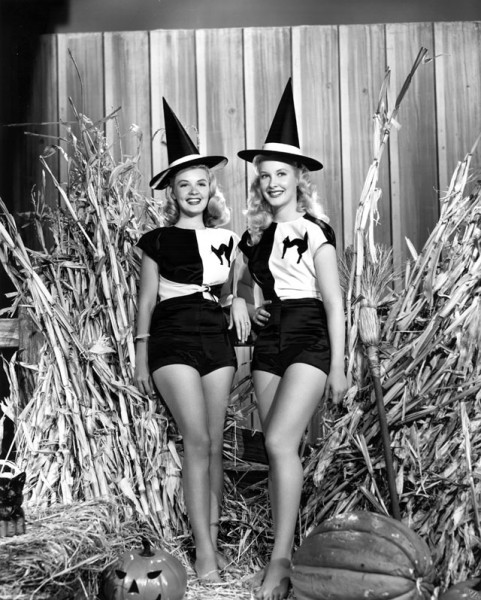 vintage-halloween-pinup-penny-edward_barbara-bates
