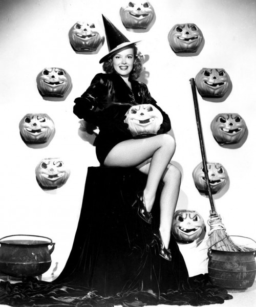 vintage-halloween-pinup-virginia-welles