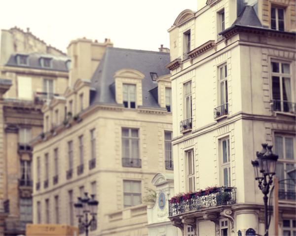 building-in-paris