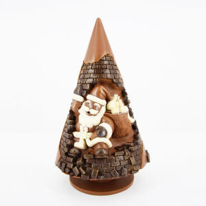 XO 2, Front Milk and dark chocolate Christmas tree with Santa Claus in Chimney, 520 g, H 28 cm, D 15 cm