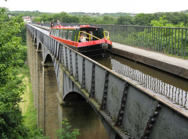 Pontcysyllte_aqueduct_-_Llangollen_Canal_-_Denbighshire_Wales