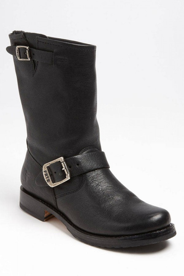 hbz-classic-shoes-to-own-24-all-weather-boots-frye-md