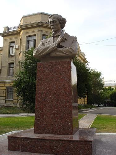Памятник Чернышевскому Н.Г. на территории Университета