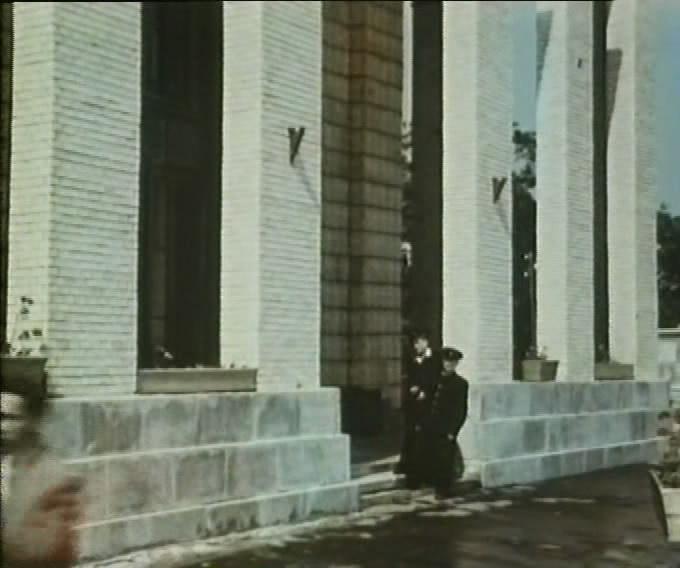 Тарапунька и Штепсель под облаками.avi_snapshot_03.19_[2012.11.10_20.12.37]