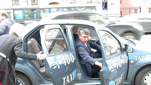 Немцову надоело бегать от ОМОНа Snapshot - 93