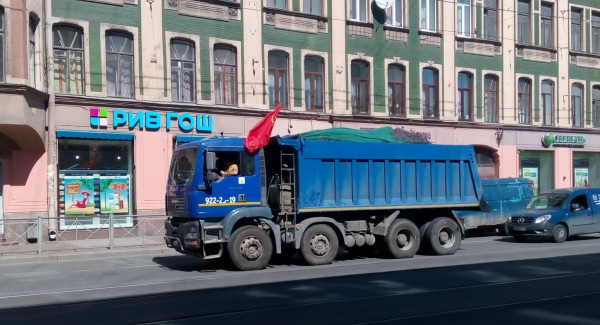 MAN с флагом СССР