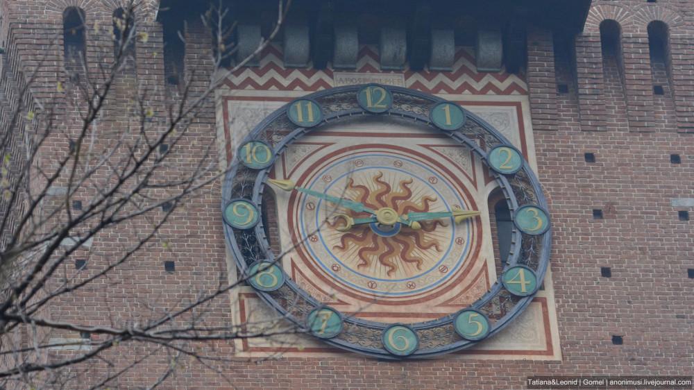 Башенные часы замка Сфорца в Милане