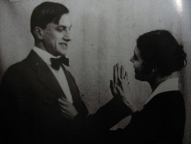 Первая совместная фотография Маяковского и Лили Брик, которую поэт считал своим талисманом