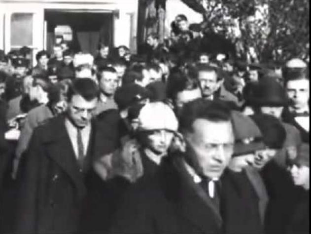 Похороны Брюсова, многочисленные и драматические, превратились в печальную демонстрацию.