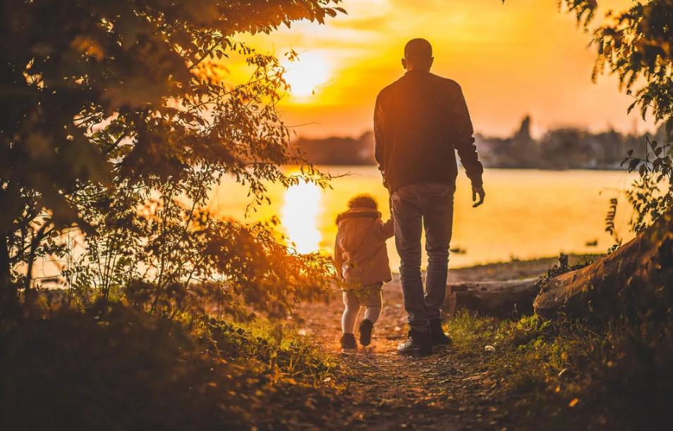А вы смогли бы выгнать на улицу сына с семьей