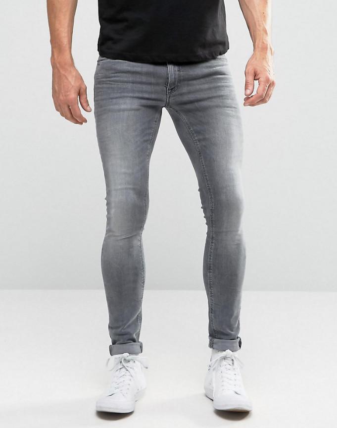 Порно помогла мужчине выбрать джинсы