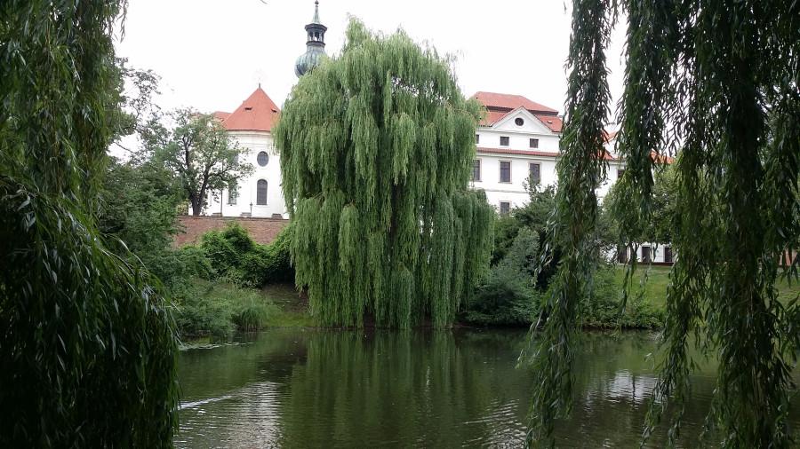 Прогулка по Бржевновскому монастырю