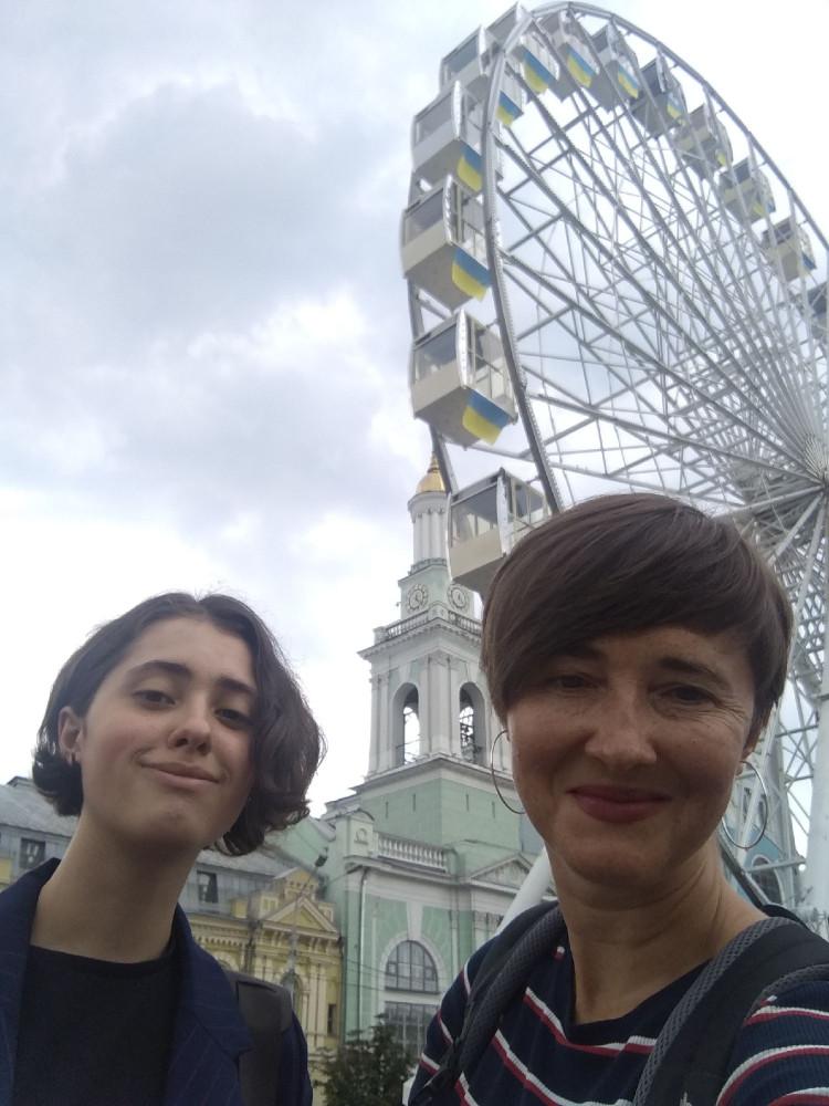 Дочь перешла на следующий уровень - вышла из возраста тинейджеров.Всё ближе к независимости, День которой в Украине празднуем сегодня)Ура!:)