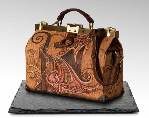 Со временем саквояж становился все популярнее и видоизменялся, ковры  заменили на кожу, а сумка стала востребована у людей различных профессий,  от адвокатов ... d42669e4a99