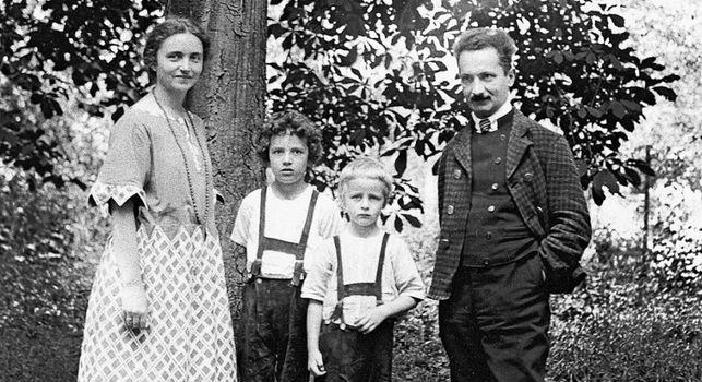 Мартин Хайдеггер с женой Эльфридой и детьми