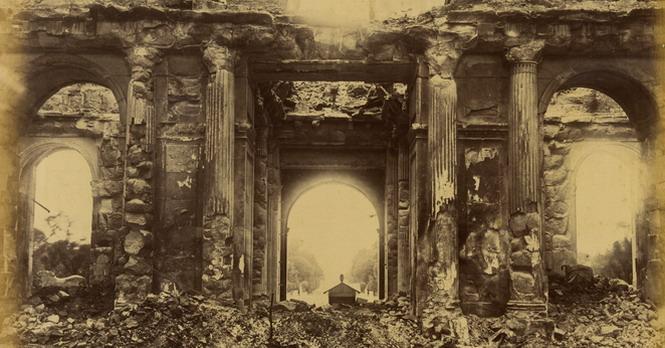 Развалины сожженного коммунарами дворца Тюильри