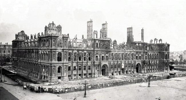 Отель-де-Виль (Парижская ратуша) в июне 1871 года