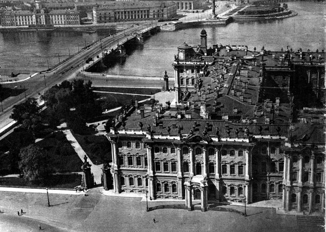 Западное крыло Зимнего дворца. Подъезд Ее Величества