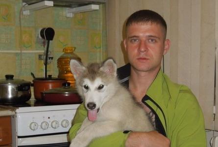 Степан дома с одной из любимых собак