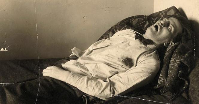 14 апреля 1930 г. Тело Маяковского с раскрытым в последнем крике ртом