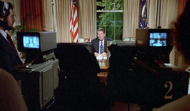 Сентябрь 1983. Овальный кабинет Белого Дома. Президент Рейган обращается к нации