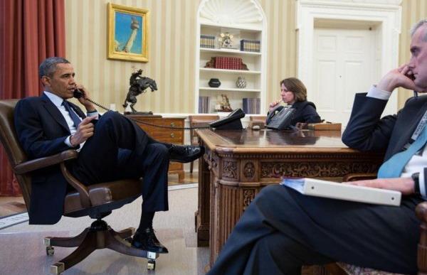 Президент США слушает Путина 17.07.14
