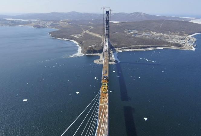 Вид через мост на юго-запад
