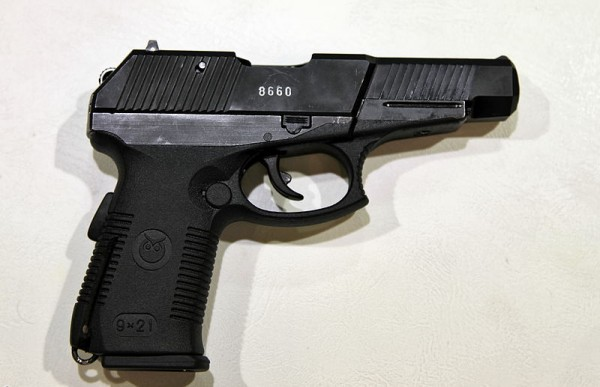 800px-9mm_SR1PM_pistol_TVM2012_015[1]
