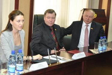 Николай Малов и Юрий Попов, наверное, мечтают затащить А. Аршинову на Сурскую заимку для утех
