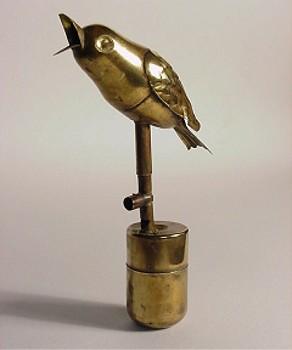 Птичка из латуни.