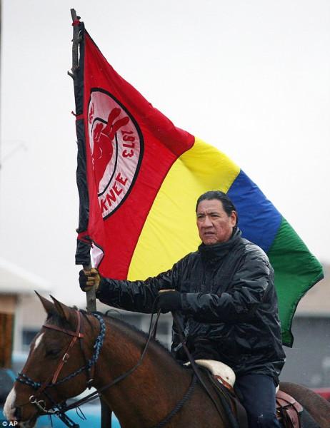Кони и флаг