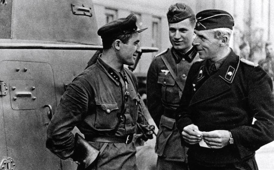 россия начала вторую мировую в паре с гитлером  17 сентября 1939 го 7