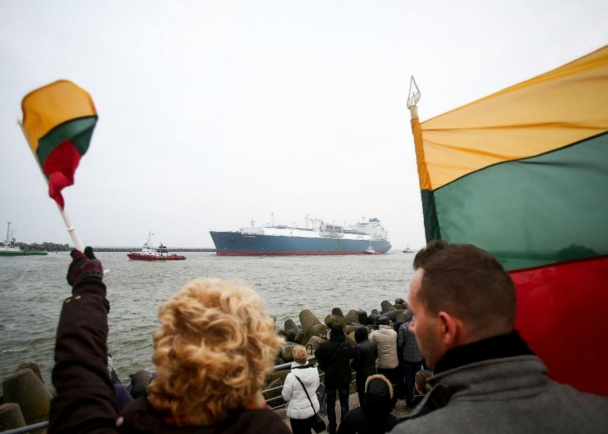 В Литву из Норвегии приплыл первый газ - огромный танкер со сжиженным газом с символическим названием Independence прибыл в порт Клайпеды