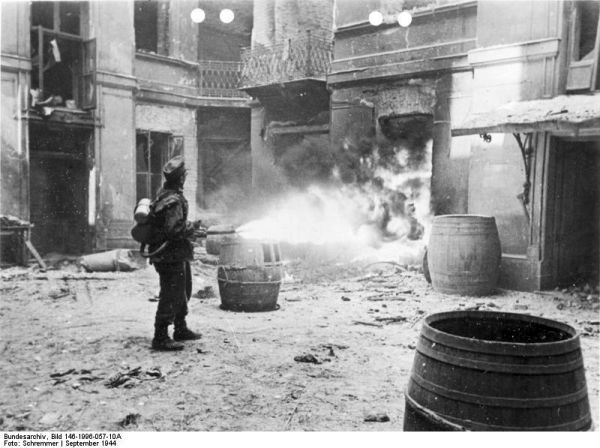 Подавление Варшавского восстания огнемёт